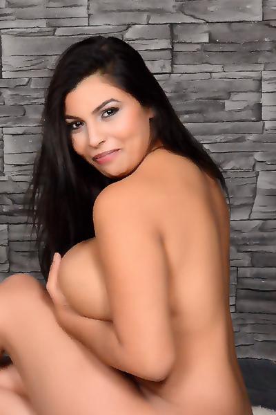 Model hooker on com